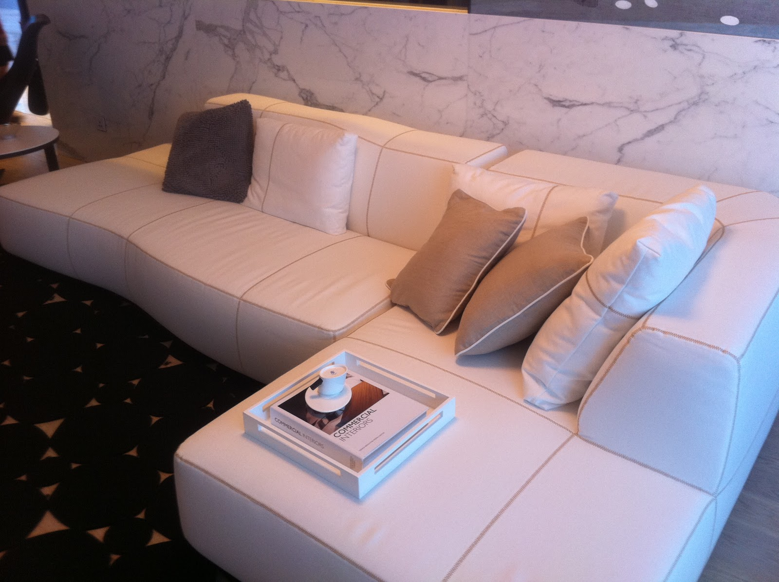 HK_Ka_Wah_Centre_showflat_深灣9_Marinella_T6-A_living_room_Sofa_Oct-2011.jpg