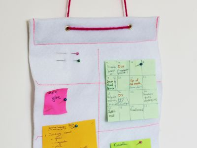 Make a hanging felt bulletin board for your window