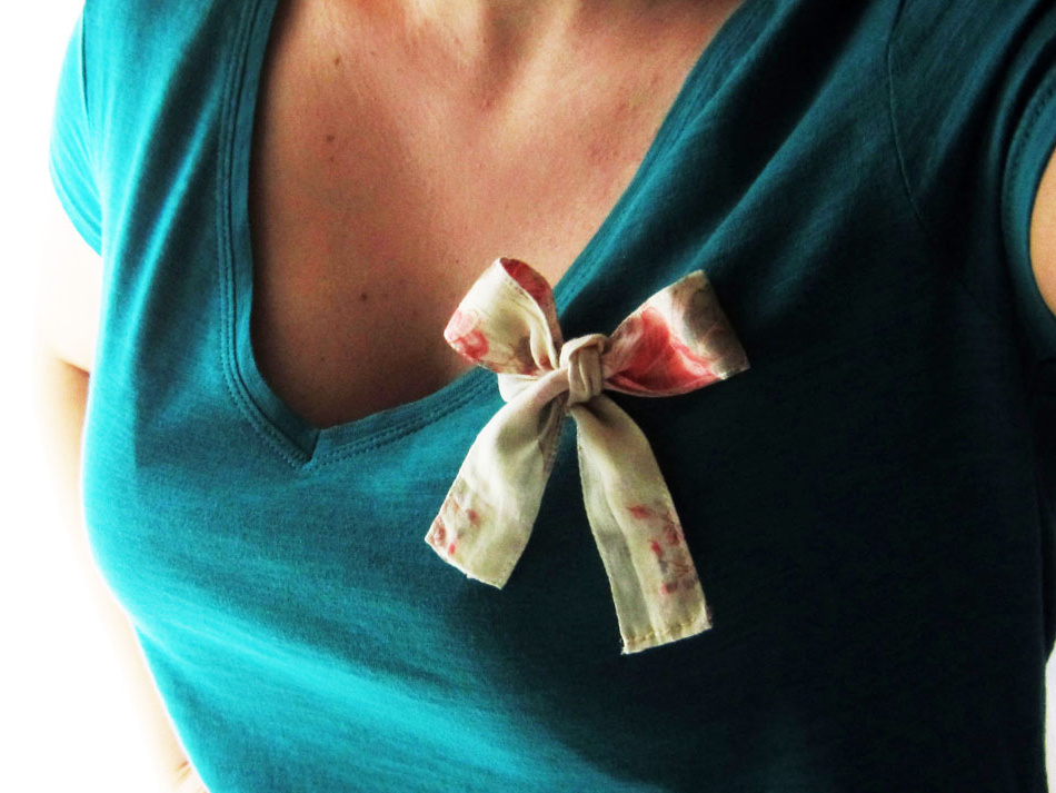 DIY T-shirt refashion - Make a fabric bow for any top!
